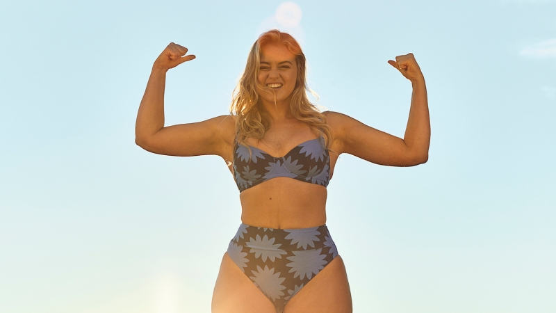 Iskra Lawrence Reveals Her Best Summer Style Tips and Accessories: 'Less Is More'