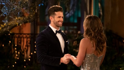 Jed Wyatt Takes Hannah Brown's Hands on Night 1 of 'The Bachelorette'