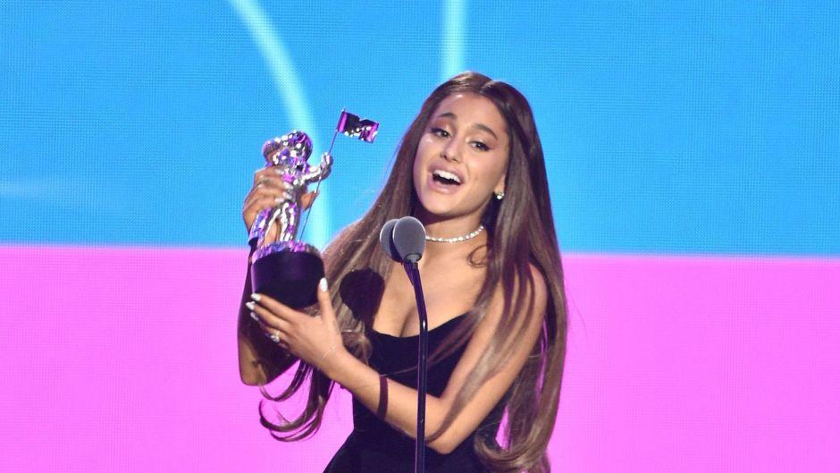 Ariana Grande Accepting an Award at the 2018 VMAs