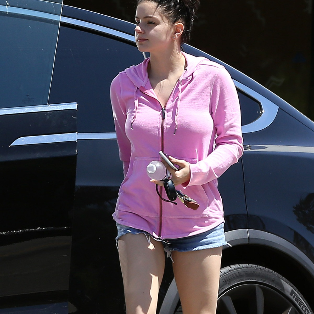 Ariel Winter Shows Off Her Toned Legs While Rocking Denim Short Shorts in L.A. — See Photos!