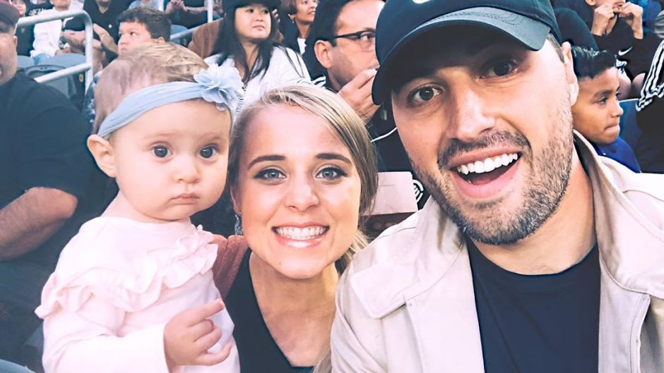 Jinger Duggar and Jeremy Vuolo Take Selfie with Daughter Felicity