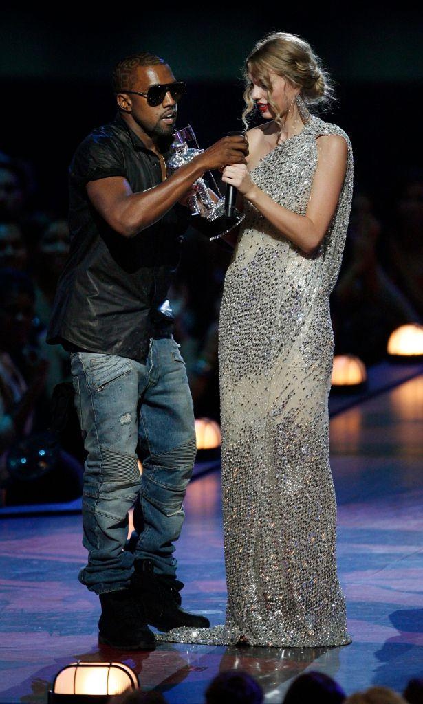 Taylor Swift and Kanye West at the 2009 VMAs