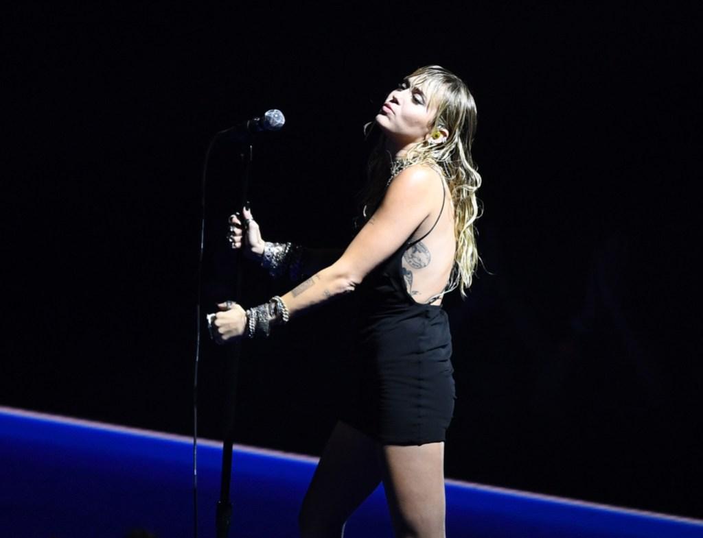 Miley Cyrus MTV VMAs 2019 performed Slide Away