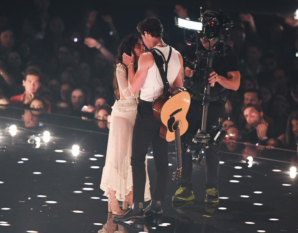 Shawn Mendes Camila Cabello Heat Up Performance MTV VMAS 2019