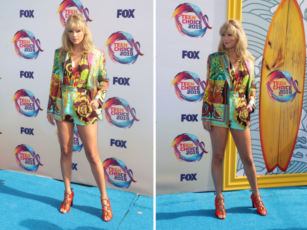 Teen Choice Awards Taylor Swift Shows off Multicolor Short Suit