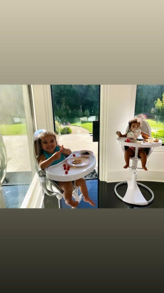 True Thompson Dream Kardashian eating breakfast in their high chairs khloe kardashian instagram