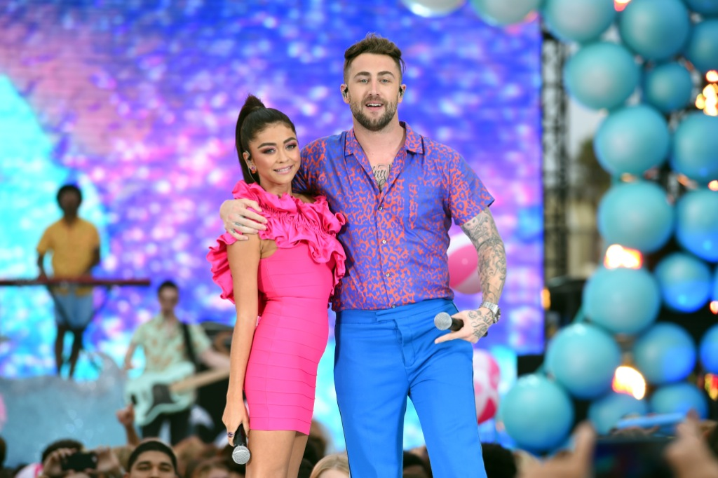 Sarah Hyland Hot Pink Dress With Jordan McGraw Teen Choice Performance