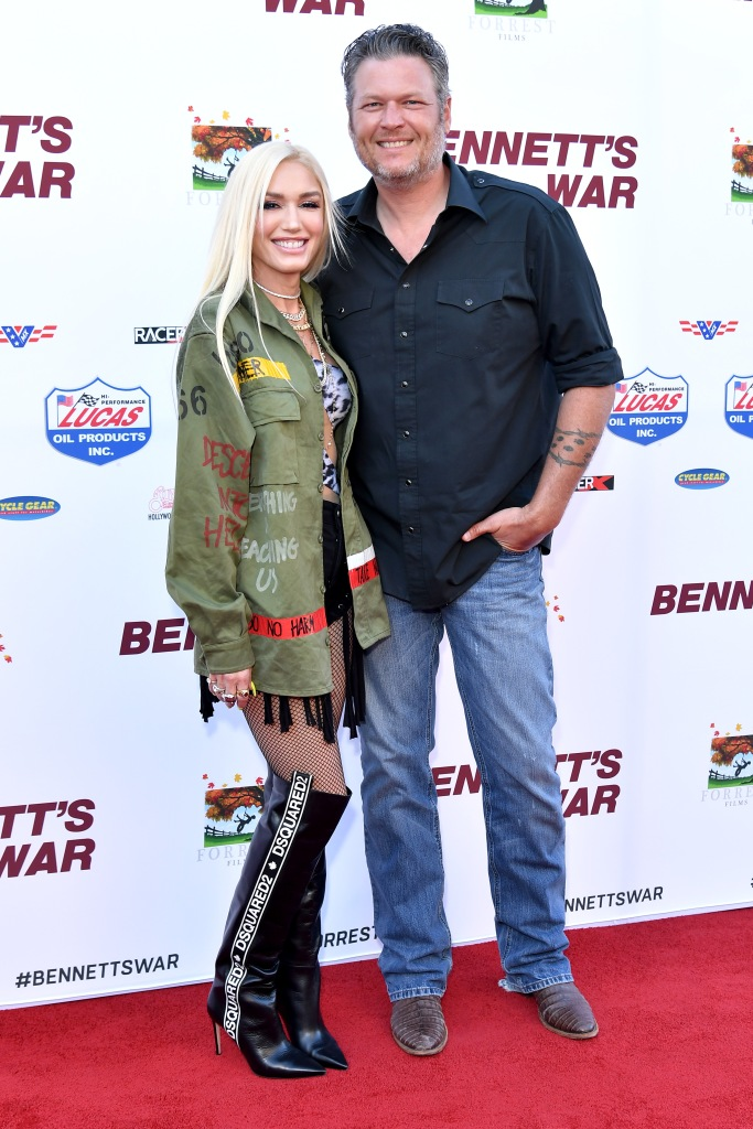 Gwen Stefani and Blake Shelton posing on the red carpet