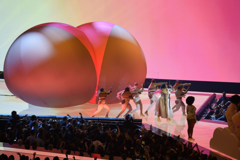 Lizzo MTV VMAs 2019 performance inflatable butt