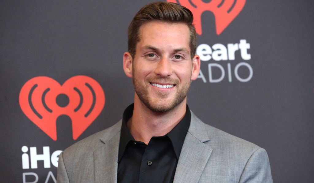 Chase McNary Iheart radio music festival grey suit jojo fletcher contestant on bachelor in paradise