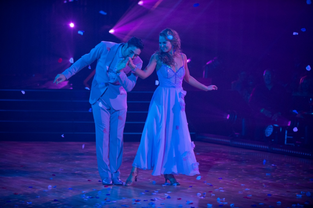 ALAN BERSTEN, HANNAH BROWN on Dancing With the Stars Week 2 dancing to Lover