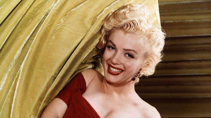 Marilyn Monroe red dress smiling