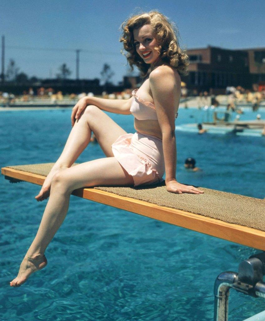 Marilyn Monroe pink bikini