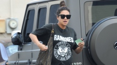 Pregnant Shay Mitchell wearing a Ramones T-Shirt, black leggings, sunglasses and white sneakers