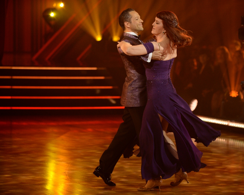 PASHA PASHKOV, KATE FLANNERY Viennese Waltz Dancing With the Stars
