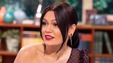 Jessie J Wearing a Polka Dot Dress, Singer Calls Out Her Hotel For Bland and Boring Vegan Food