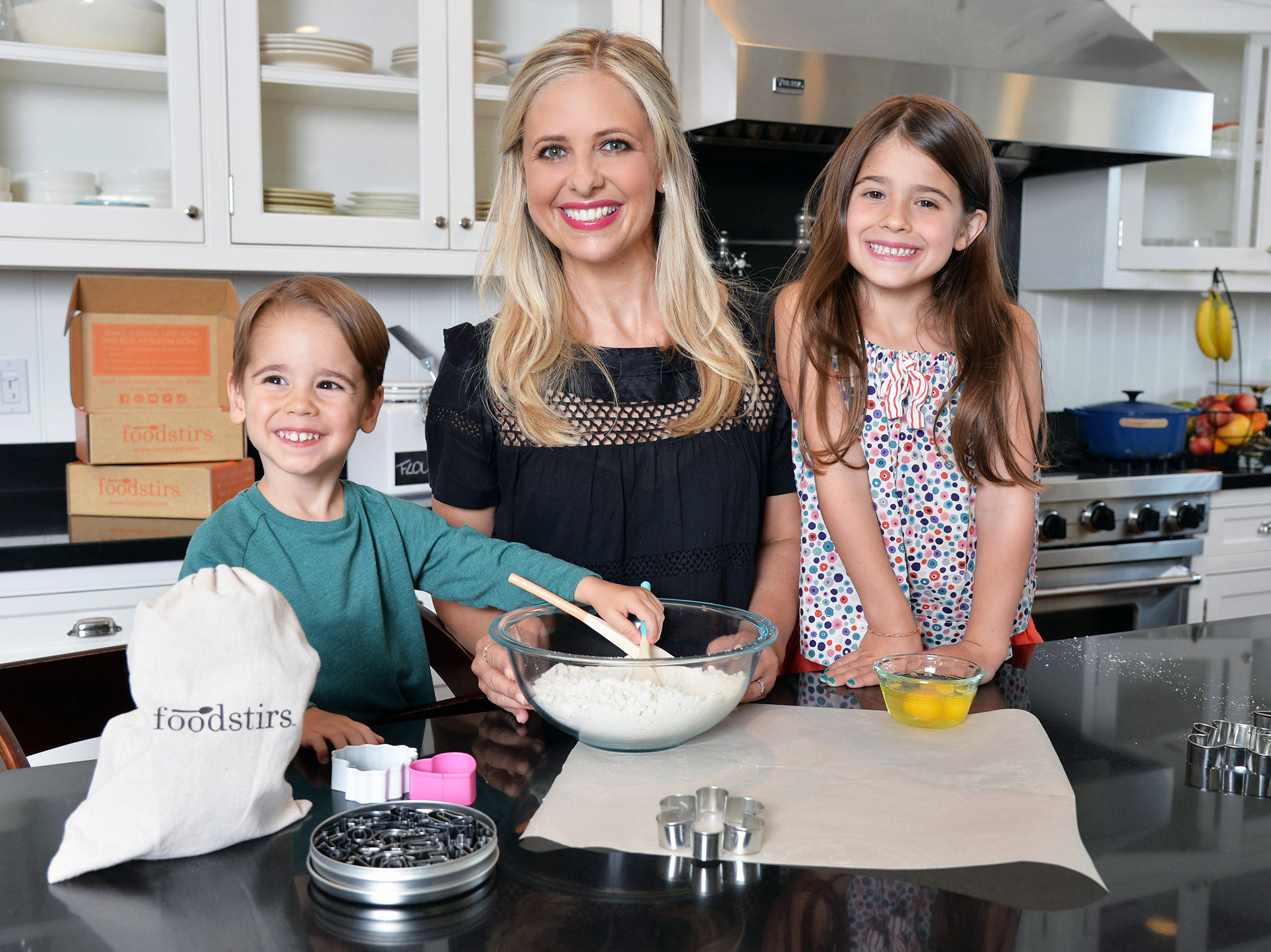 Sarah Michelle Gellar Loves Getting to 'Experience the World' With Her 2 Kids: 'Pretty Spectacular'