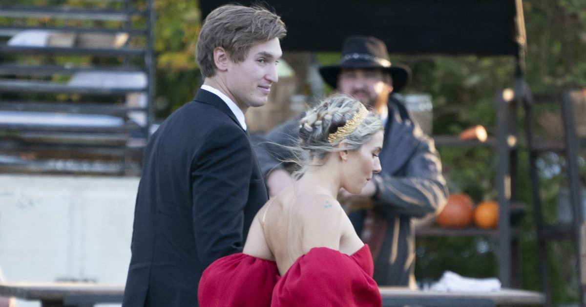 Jennifer Lawrence And Cooke Maroney S Wedding Guests Arrive
