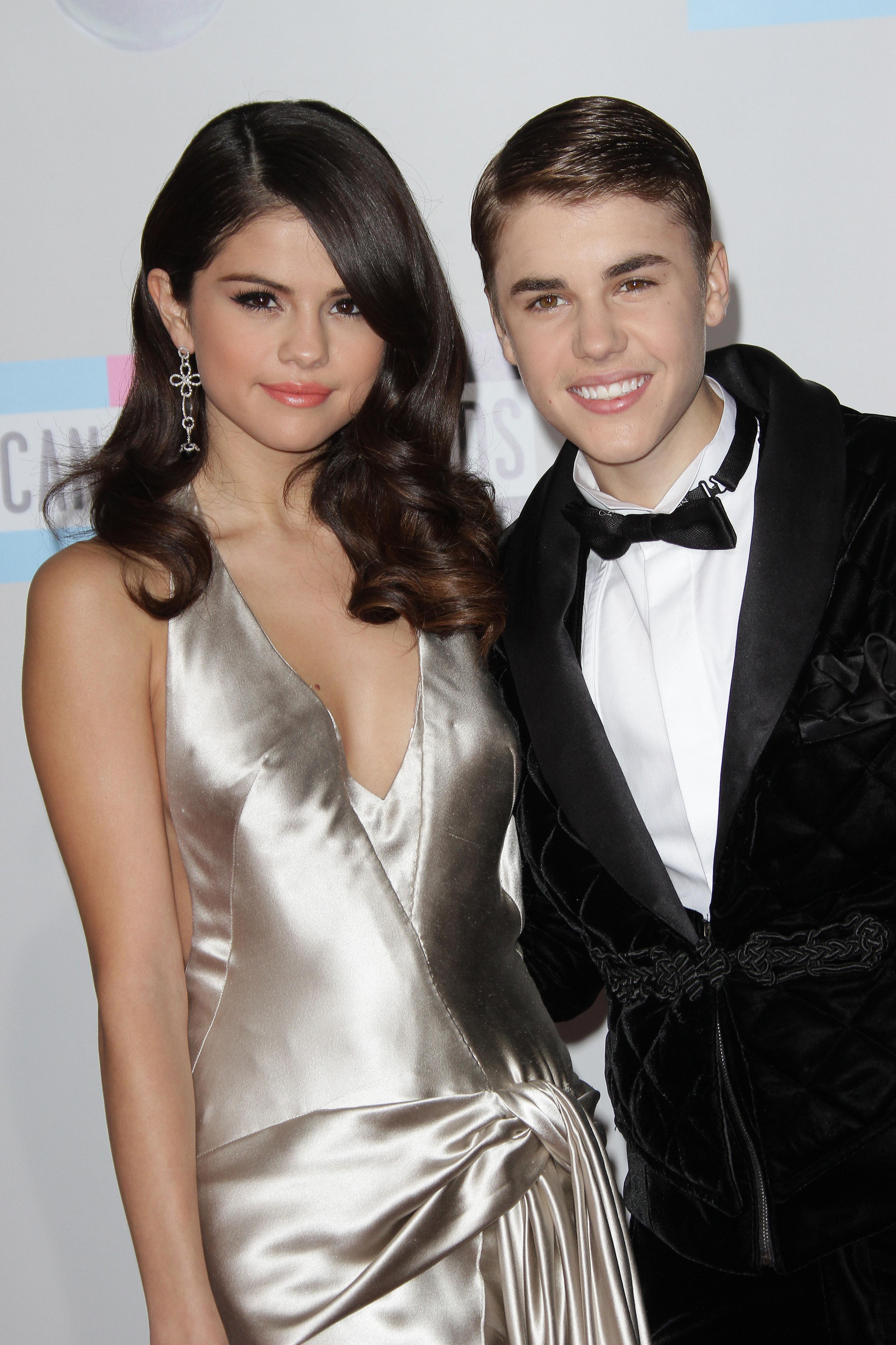 är Justin dating Selena 2013