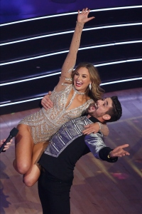 HANNAH BROWN, ALAN BERSTEN Win Their First Perfect 10 on DWTS Finale