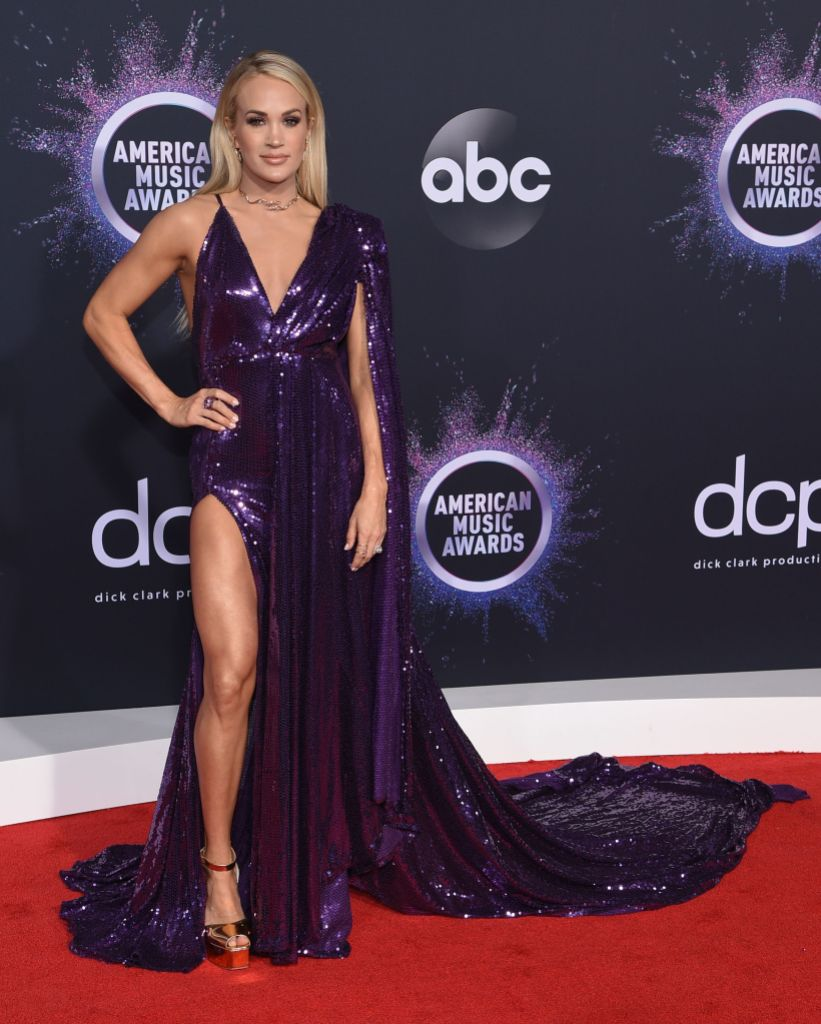 Carrie Underwood Wearing a Purple Dress at the AMAs