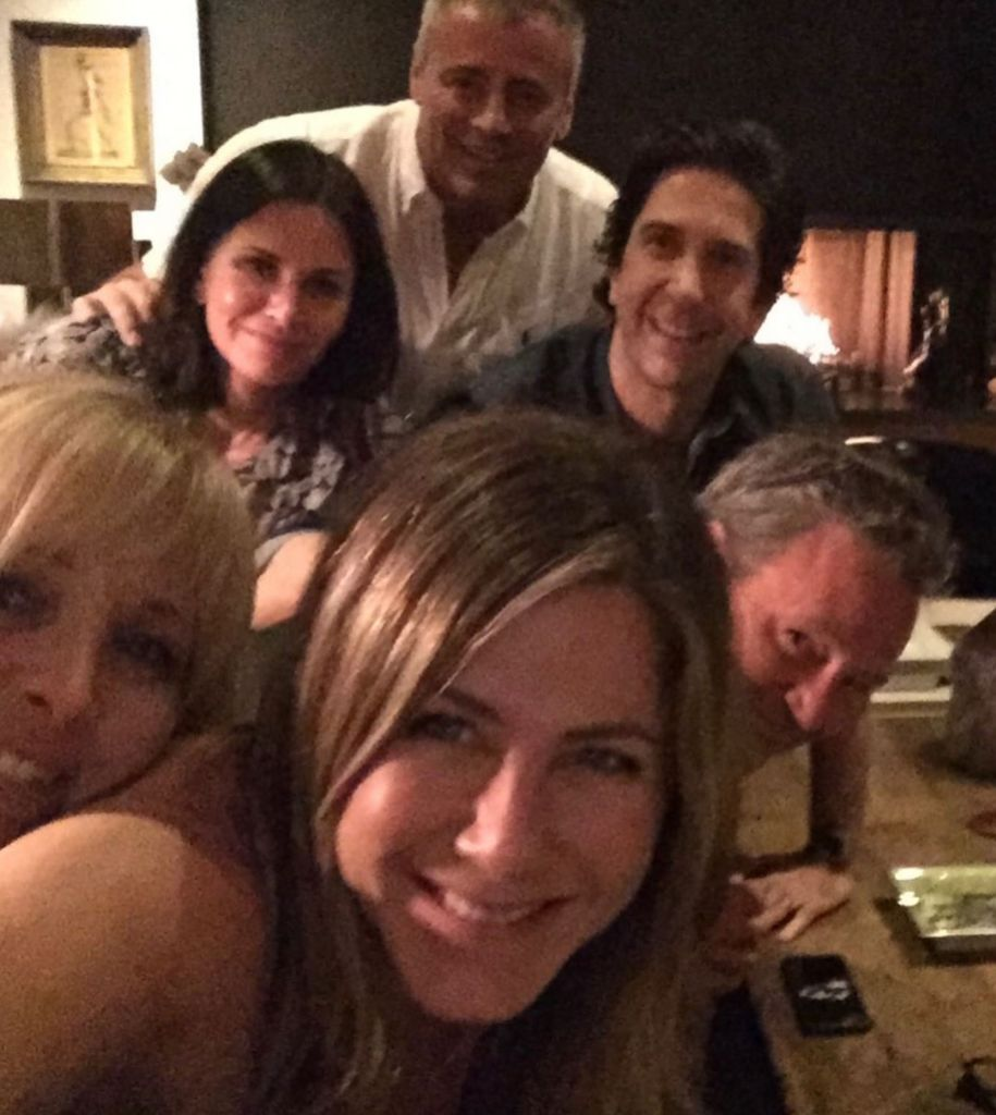Jen Aniston With Her Friends Cast