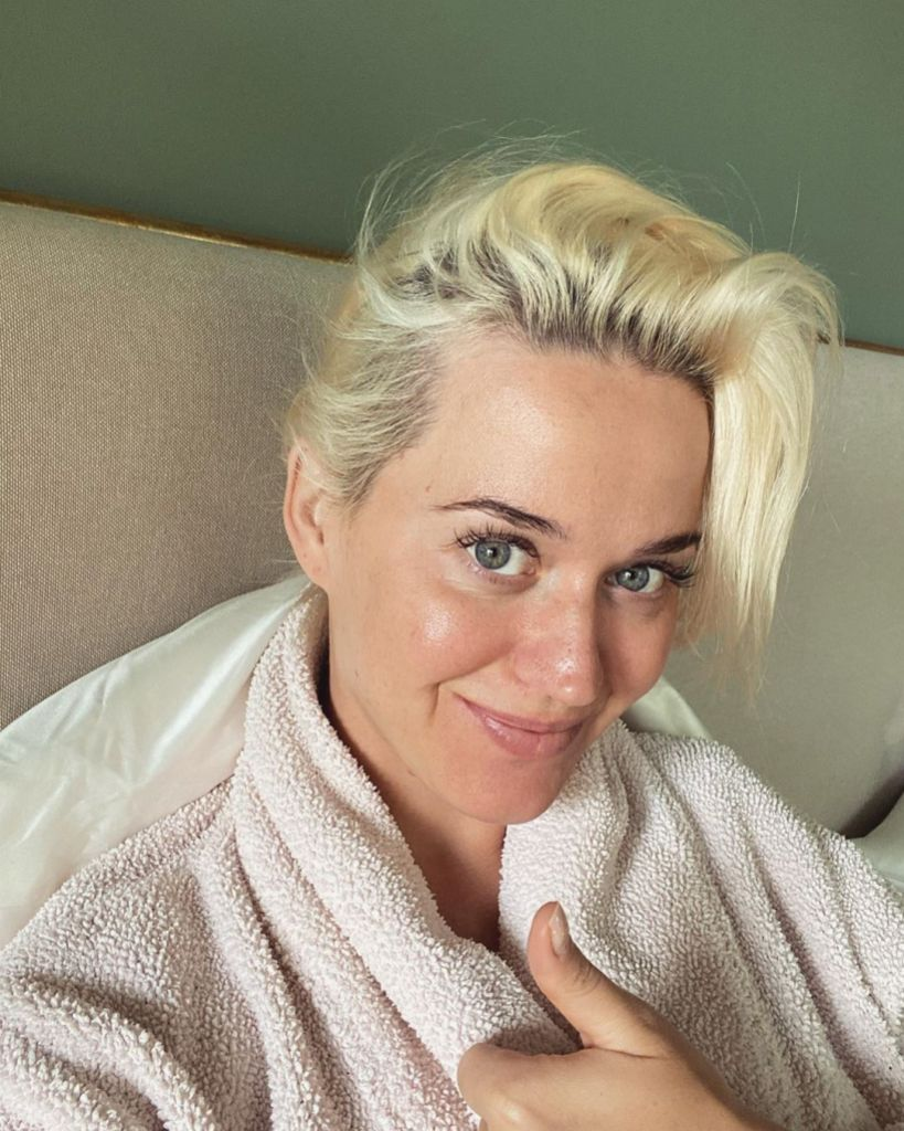 Pregnant Katy Perry Goes Makeup-Free