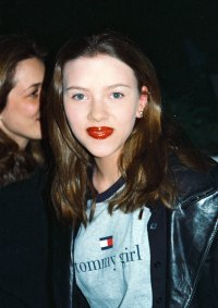 See Scarlett Johansson's Transformation Right Before Your Eyes-March 1998