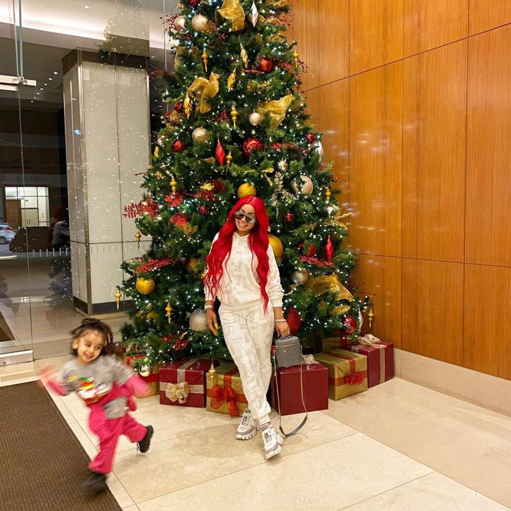 Dream Kardashian Blac Chyna Smile in Front of a Christmas Tree