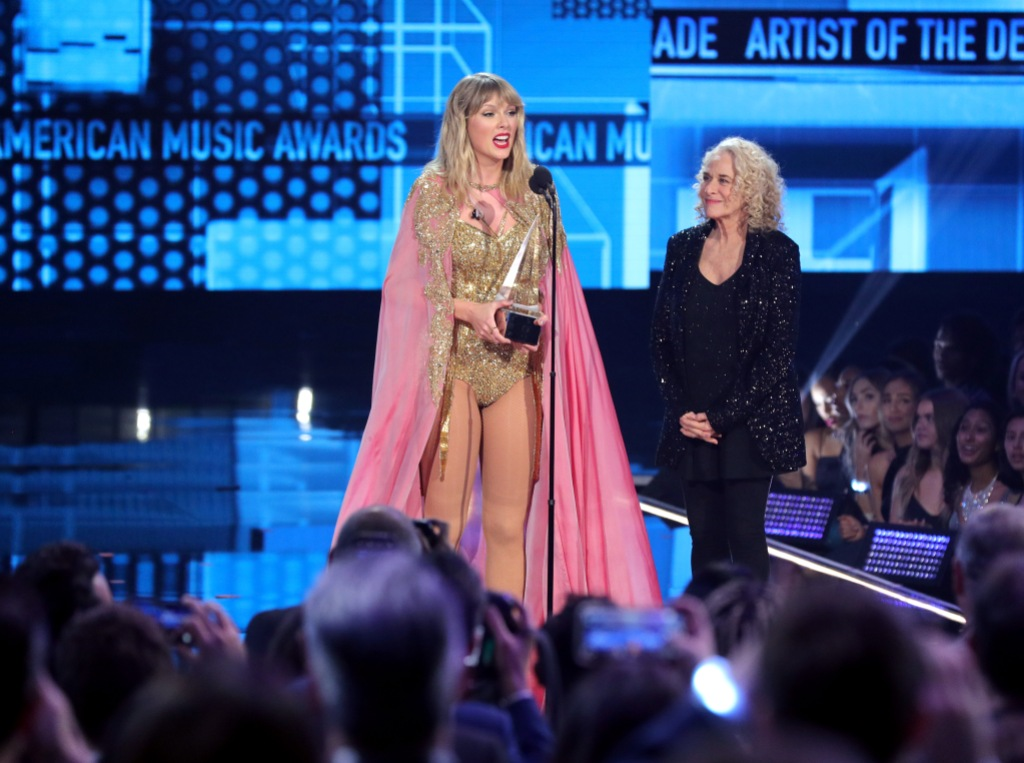 Taylor Swift and Carole King AMAs 2019 Artist of the Decade Acceptance Speech