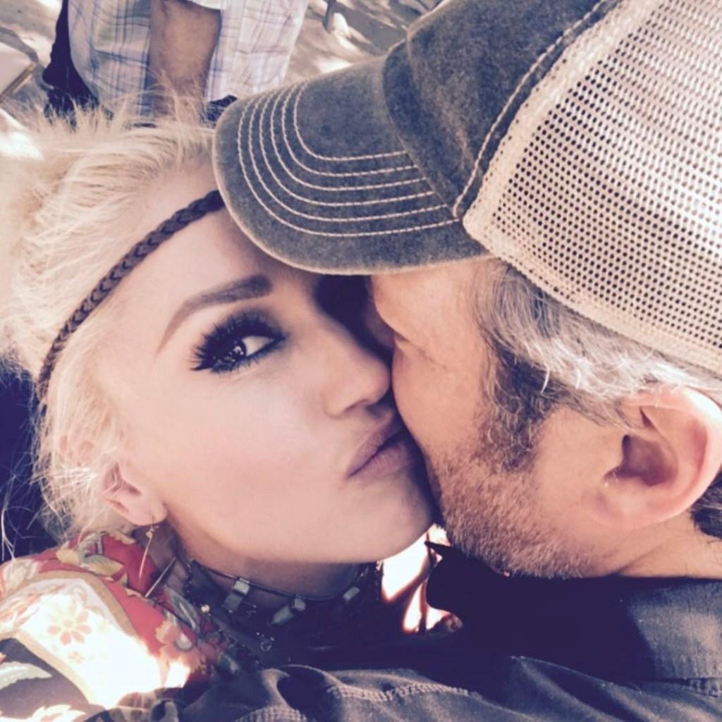 Blake Shelton Kissing Gwen Stefani
