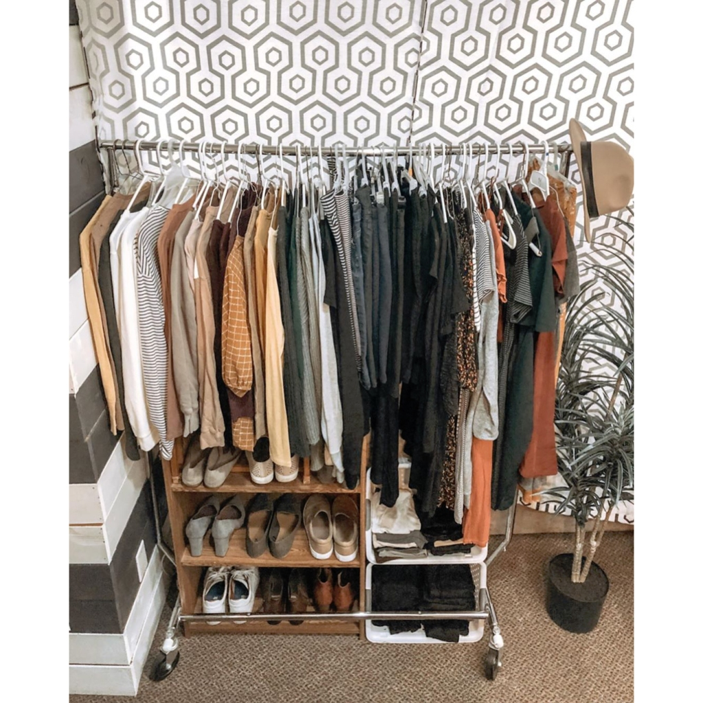 Jana Duggar Organizes Her Closet