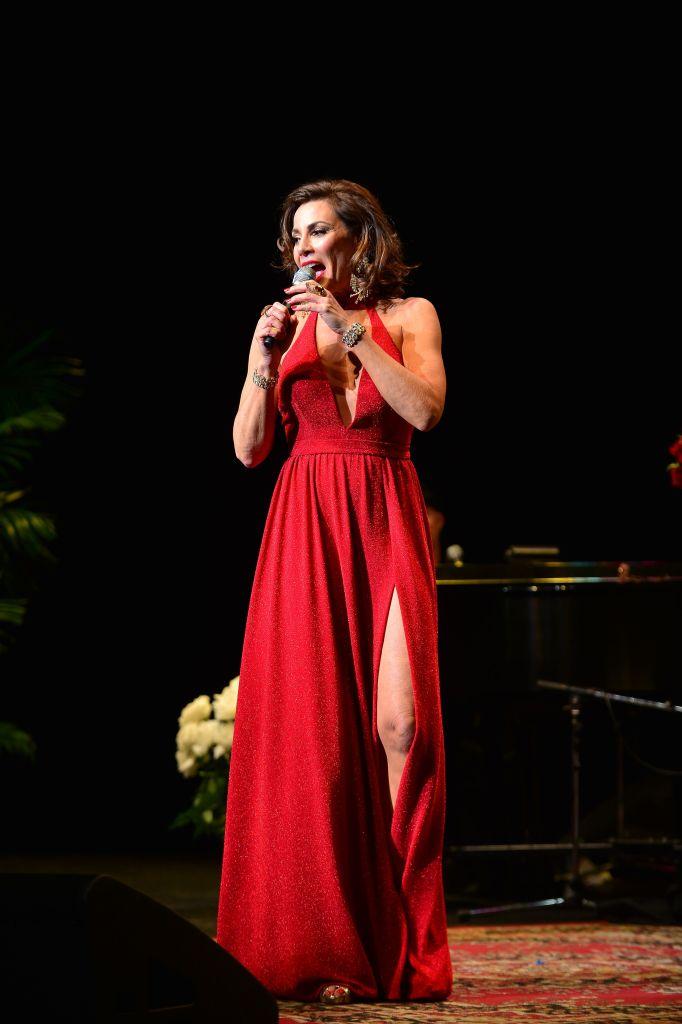 Luann De Lesseps Singing