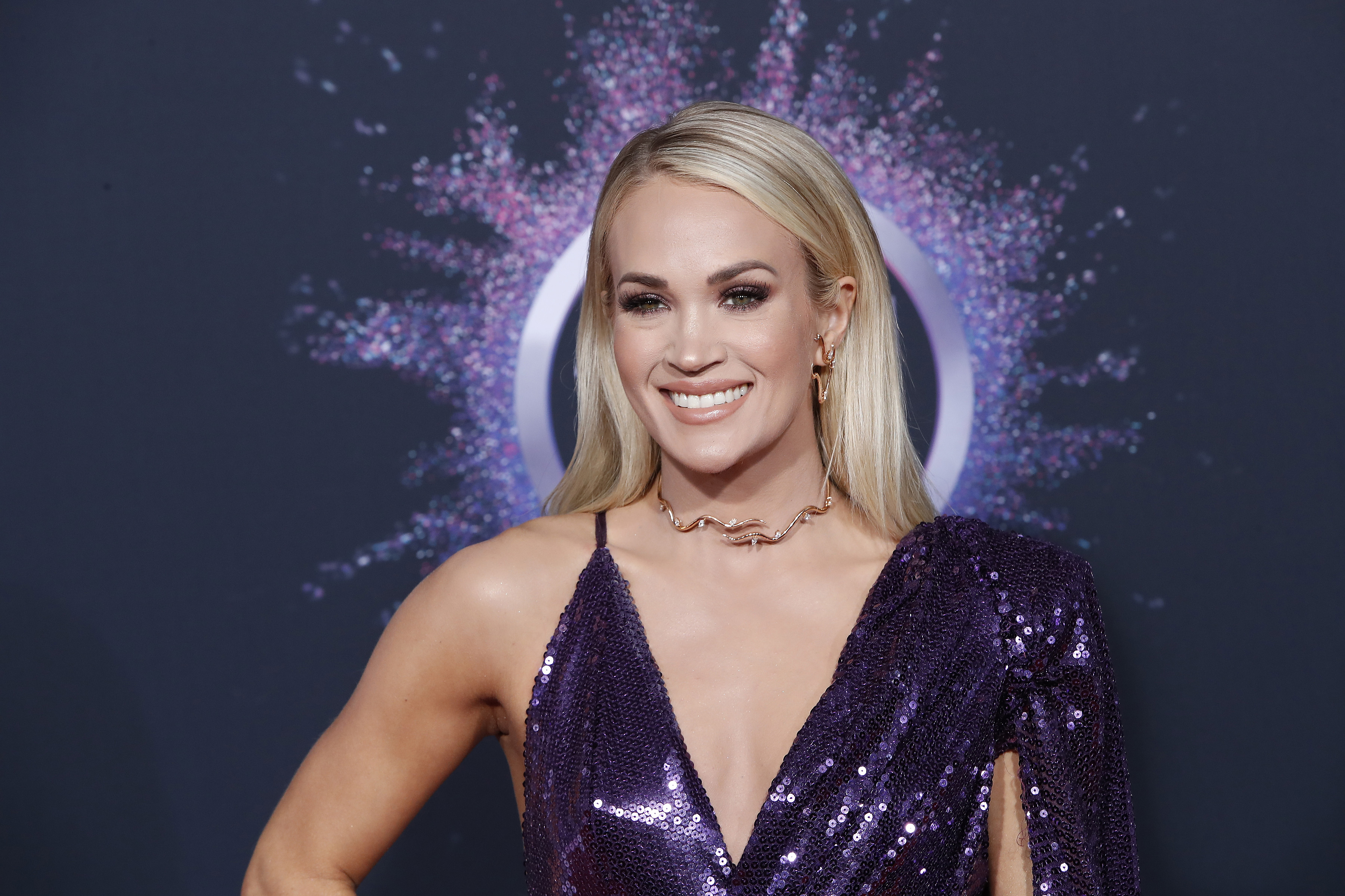 A Plastic Surgeon Weighs In on How Carrie Underwood Recovered Flawlessly After Horrific Fall