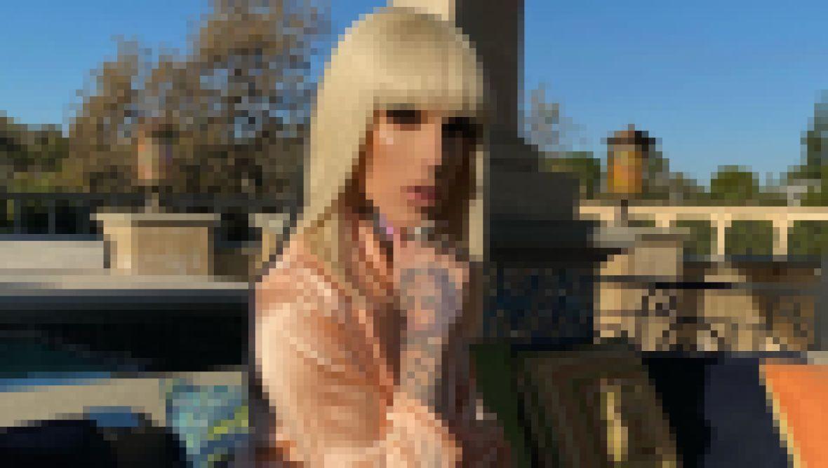 Jeffree Star wearing Blonde Wig