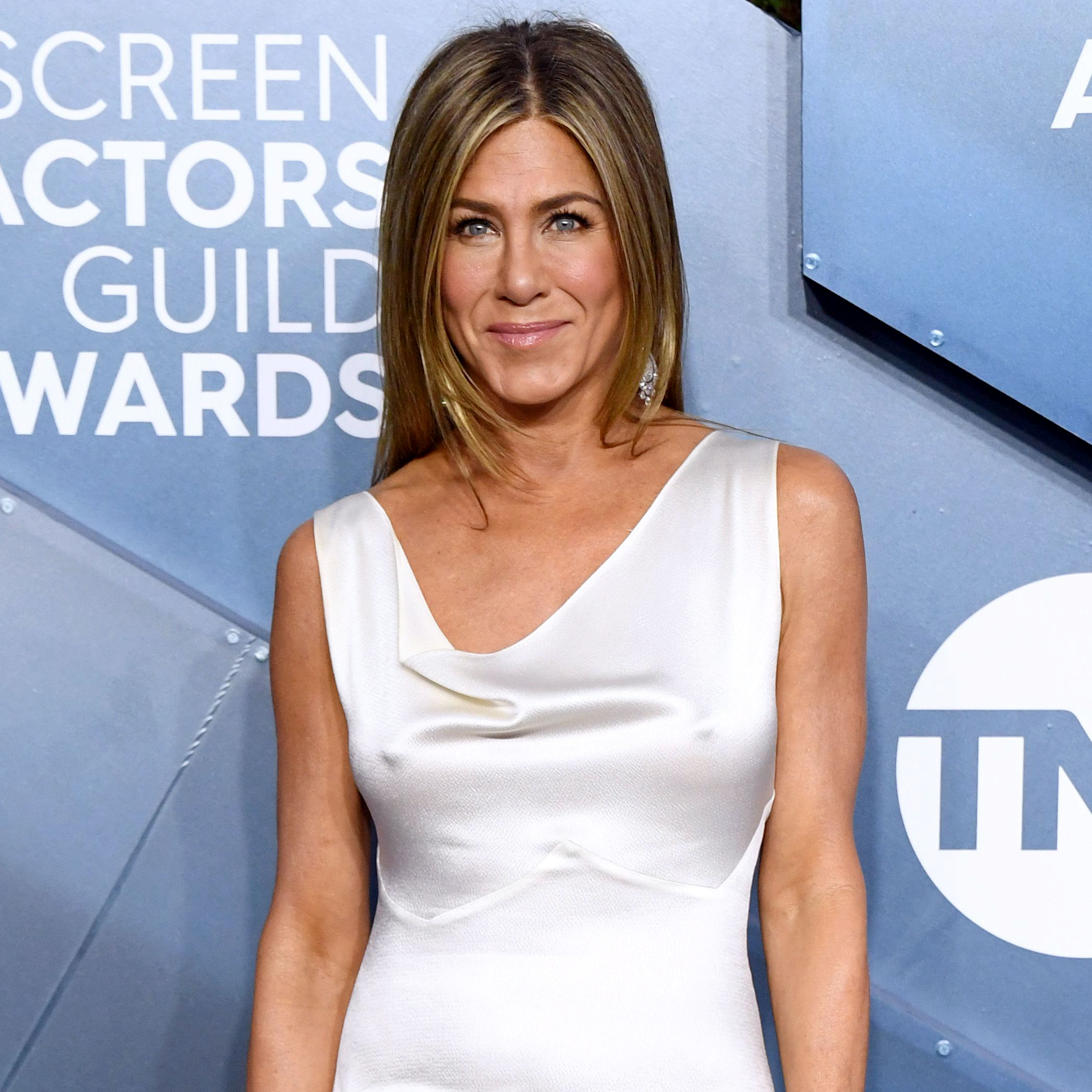 Jen Aniston Hilariously Reveals How She Avoided Wrinkling Her Dress Before SAG Awards