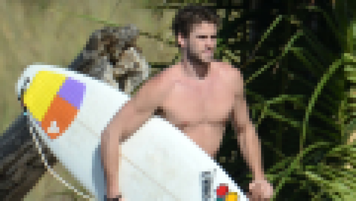Liam Hemsworth Dreamy Photos