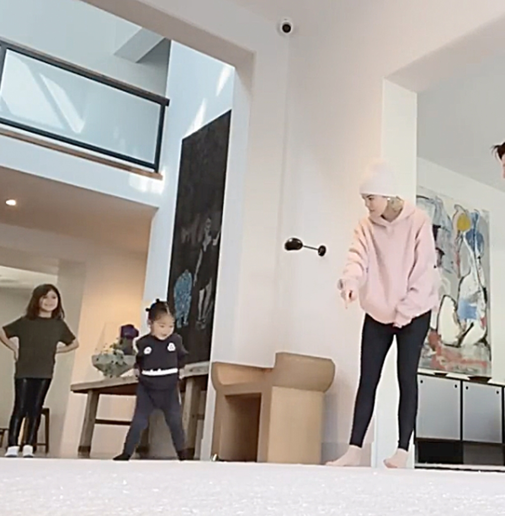 True Thompson's Attempt at a Cartwheel Is the Cutest Thing You'll See — Watch Penelope Teach Her!
