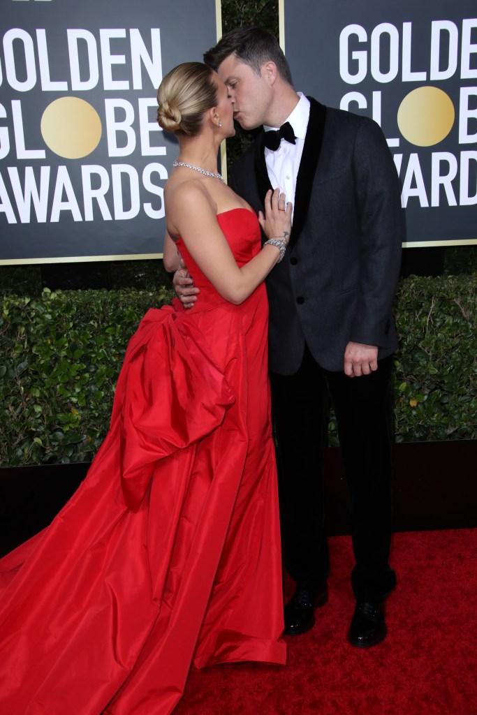 Scarlett Johansson and Colin Jost Kiss at Golden Globes PDA Photos
