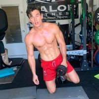 tyler-cameron-sexiest-moments-working-out-shirtless