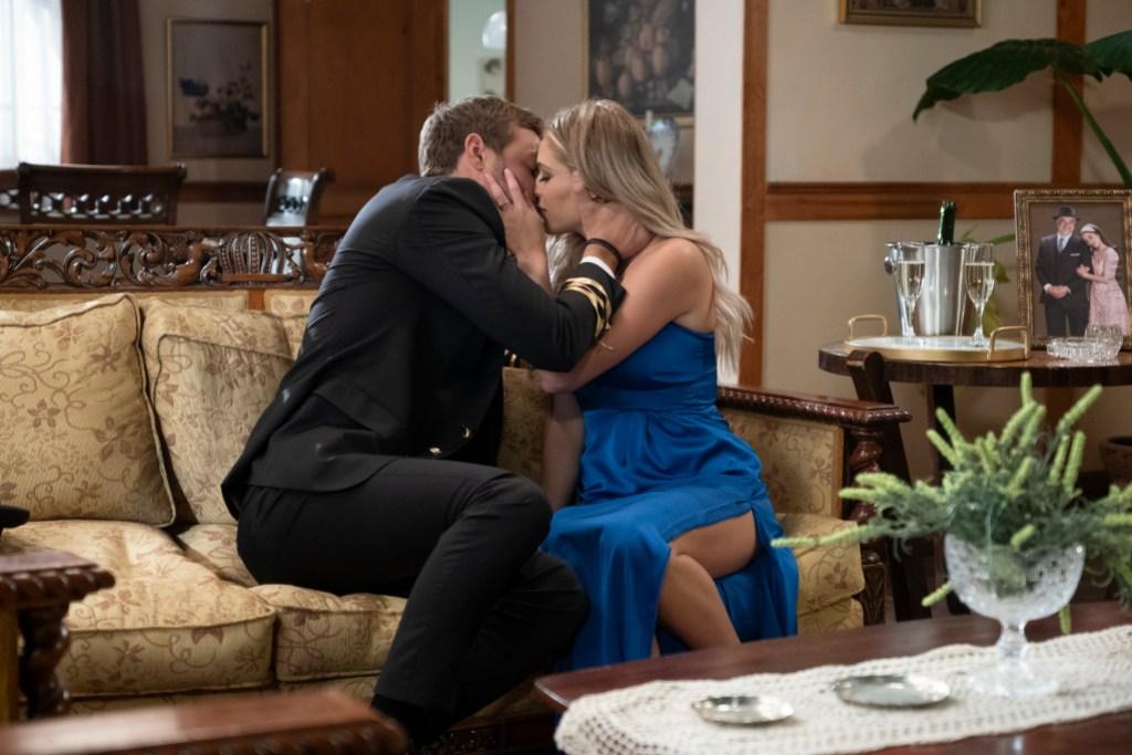 PETER WEBER, KELSEY Kissing on Group Date