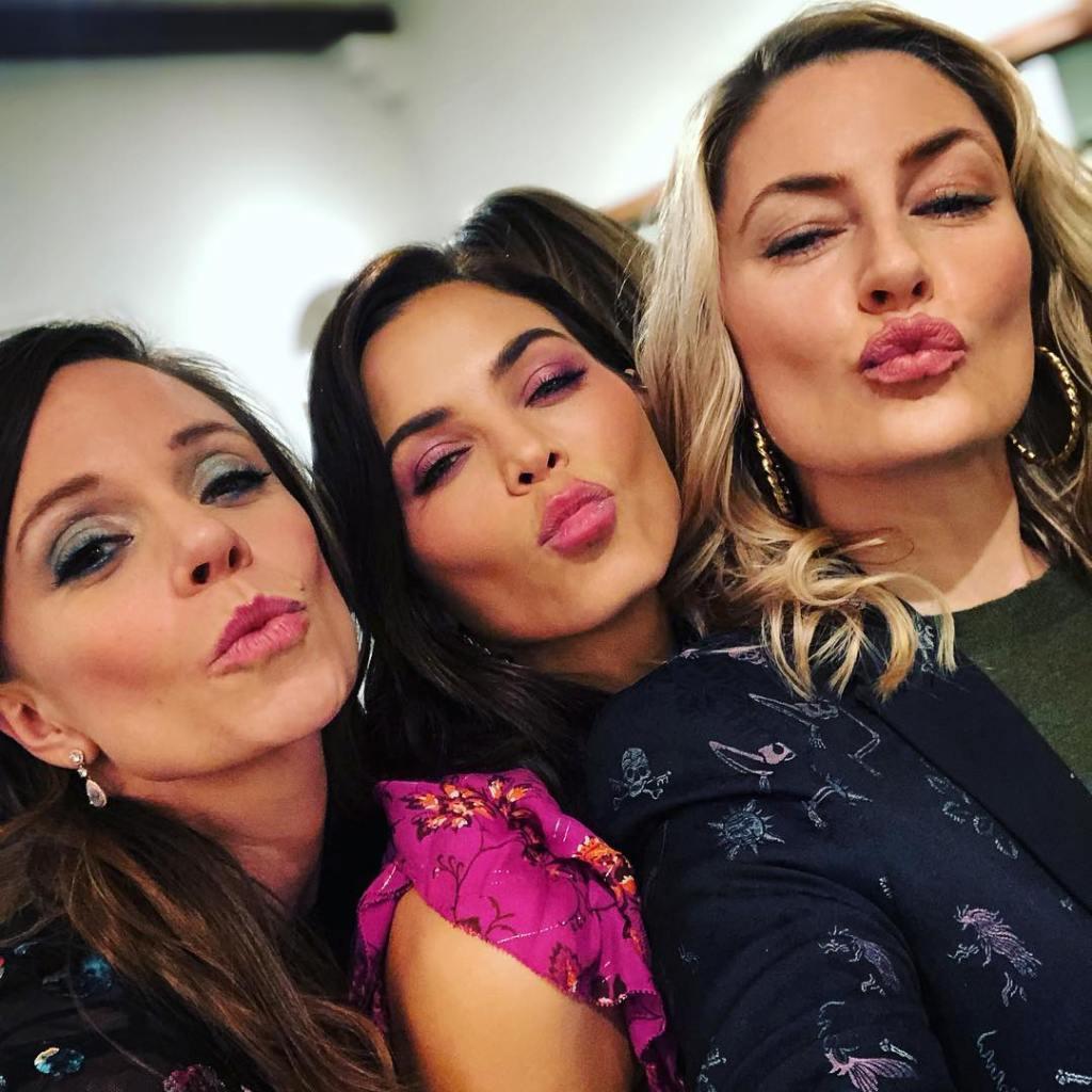 Mädchen Amick, Jenna Dewan Kissing the Camera