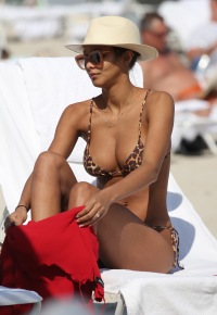 Lais Ribeiro Wears Bikini on the Beach in Miami With Bucket Hat and Sunglasses