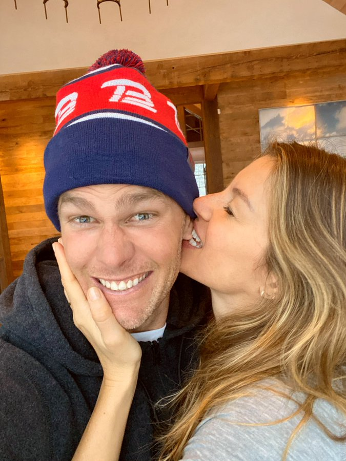Tom Brady and Gisele Bündchen Valentines Day Kiss