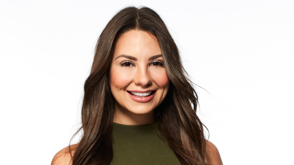 Bachelor Contestant Kelley Flanagan Wears Green Sleeveless Turtleneck and Black Pants in Show Headshot