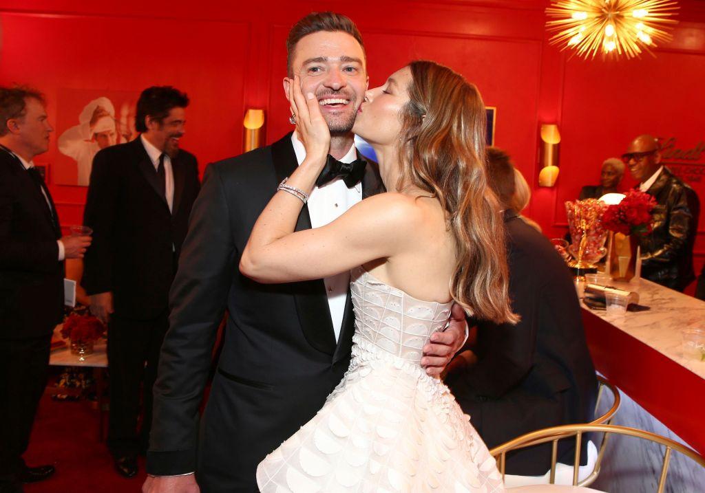 Jessica Biel Kisses Justin Timberlake