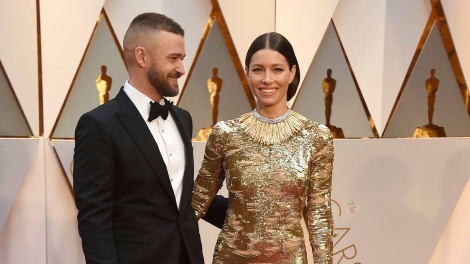 Justin Timberlake Looks at Jessica Biel