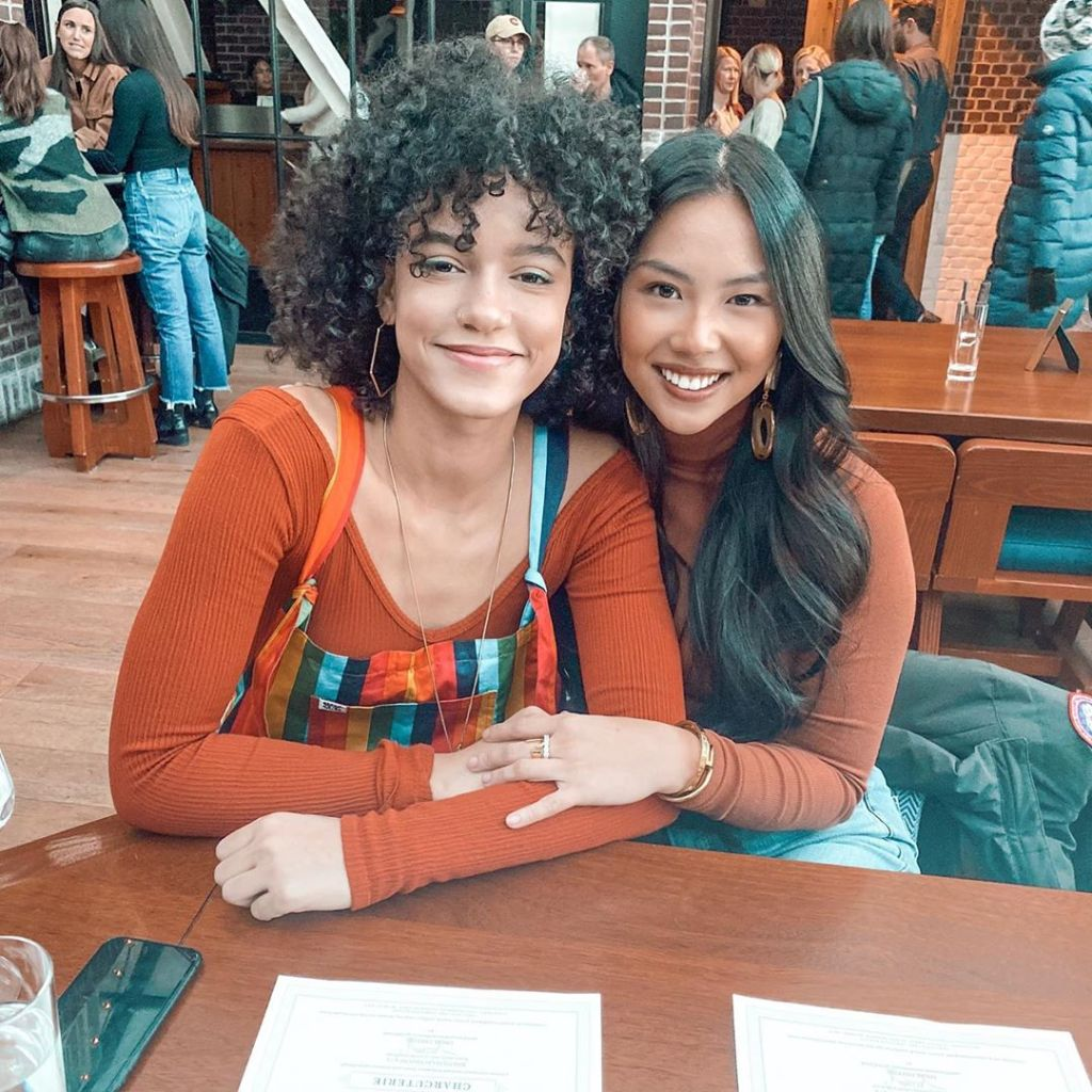 Bachelor contestants Jasmine Nguyen and Alexa Caves Smile in Photo at Table