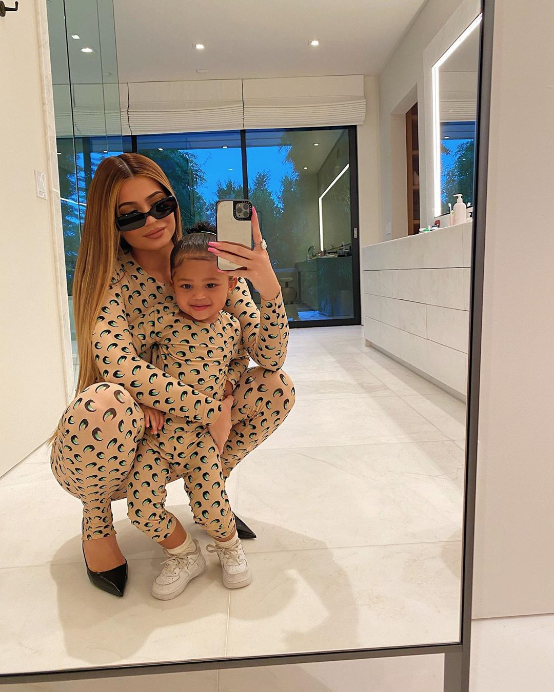 kylie jenner stormi matching jammies
