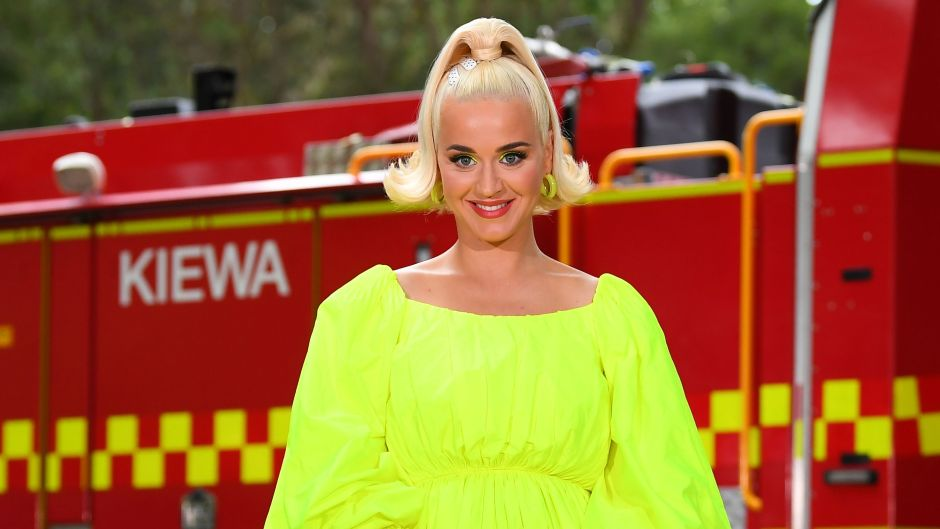 Pregnant Katy Perry Wears Neon Green Dress During Concert in Australia